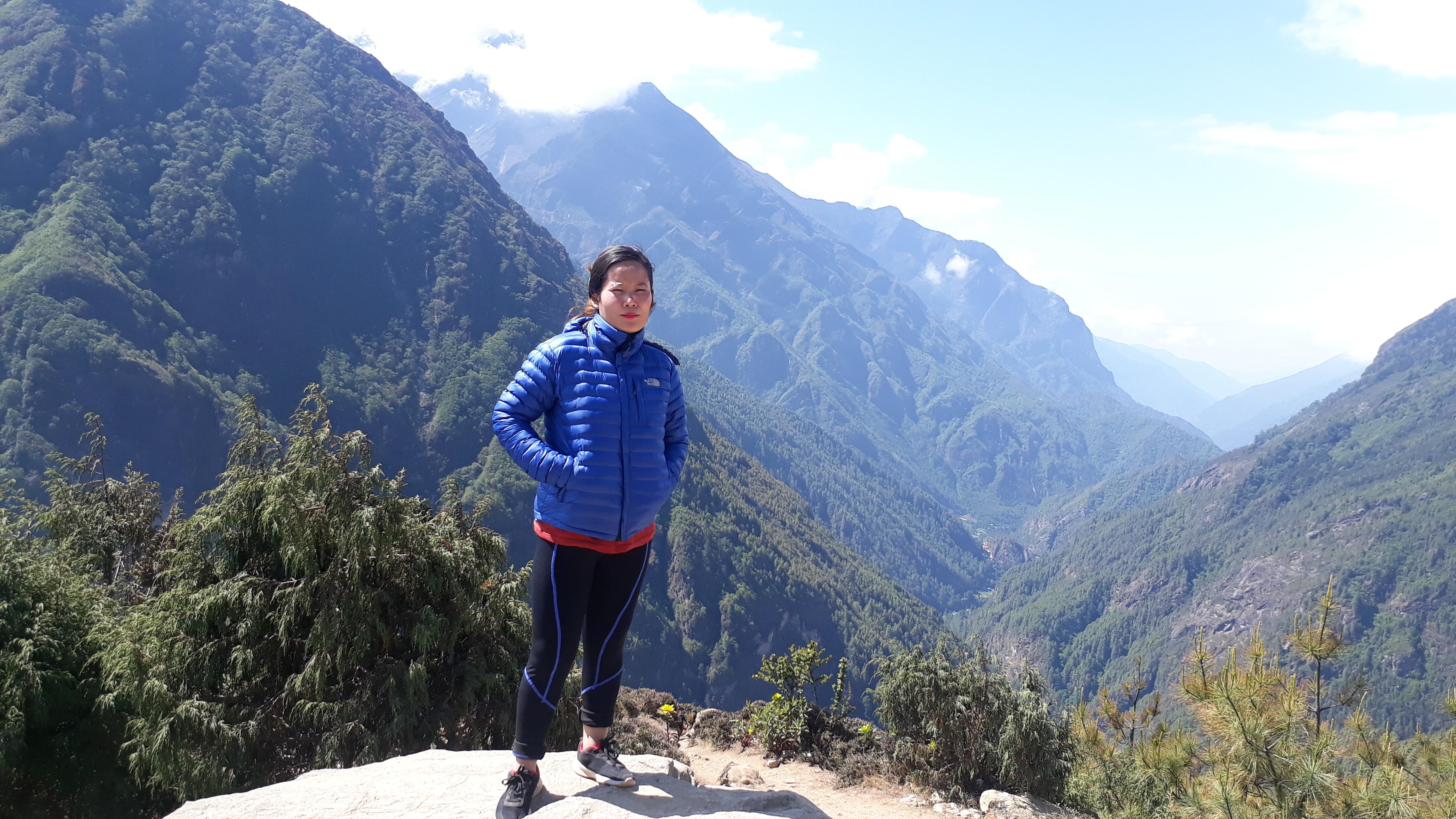 Female Mulde Hill Trekking Guide